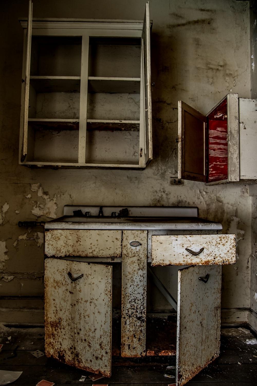Заброшенный отель «Ambassador», где в 1980-х процветала проституция и наркомания