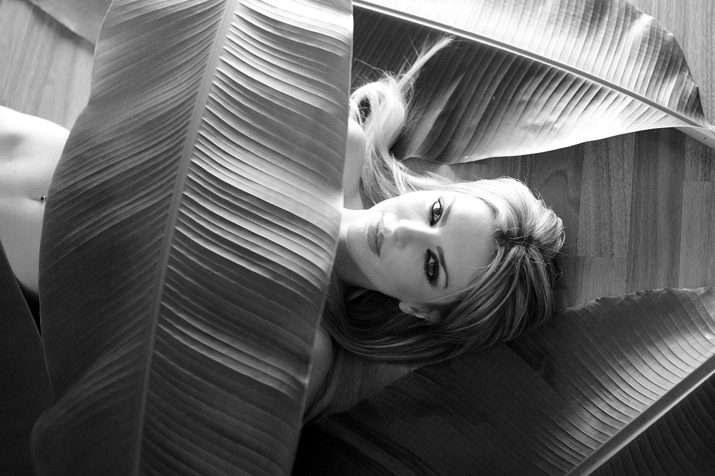 За пальмой / фотограф Norman Tacchi