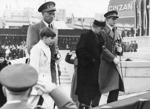 Alexandre de Belgique, Baudouin, Leopold III et la reine Elisabeth en 1951
