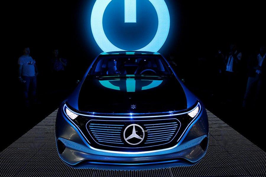 Родстер Mercedes AMG GT Roadster Новый спортивный родстер Mercedes AMG GT Roadster. Машина приводитс