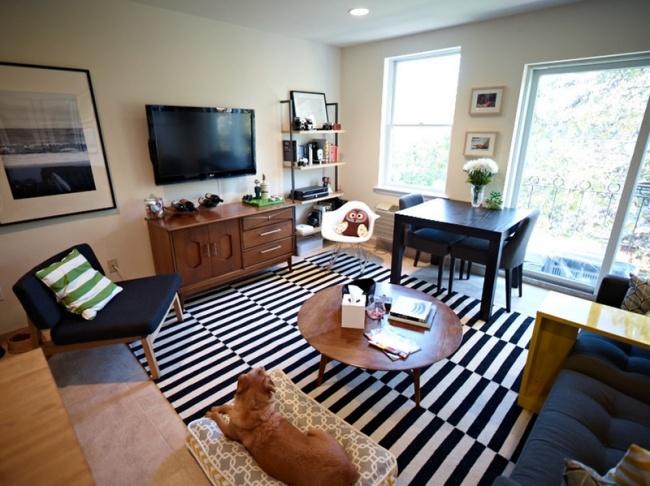 © apartmenttherapy  Доказано: черно-белая полоска творит чудеса, будь это само половое покрыти
