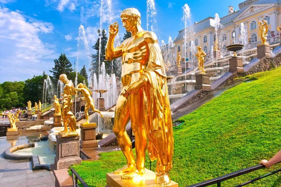 11. Фонтаны Петергофа, Санкт-Петербург Самые роскошные фонтаны Фонтанный комплекс, построенный по пр