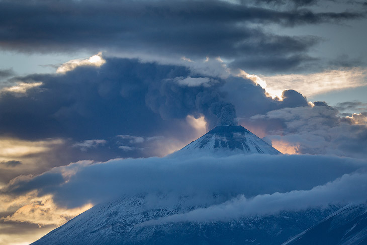 Фотографии и текст Дениса Будькова   « Роковая гора » 1. Начавшееся в апреле 2016 года изве