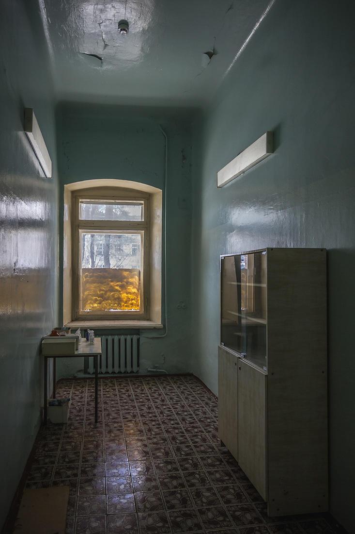 9. Кое-что сохранилось на втором этаже, в кабинетах врачей.