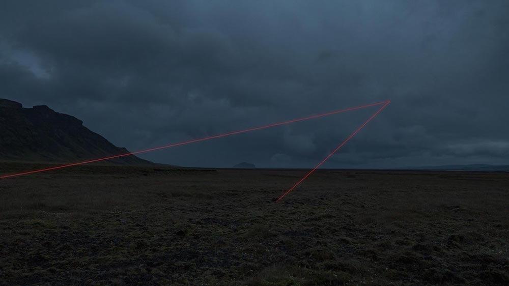 Световые объекты в меланхоличном ландшафте