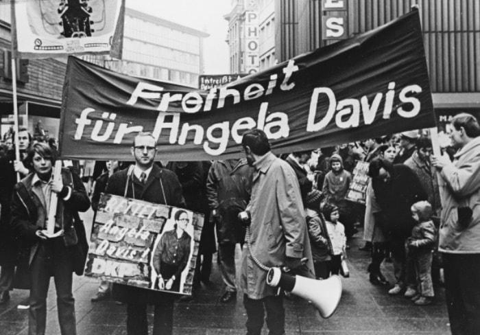 Митинги в защиту Анджелы Дэвис