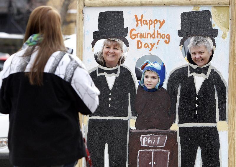 Гости праздника, родившиеся 2 февраля, приглашаются на празднование «Дня рождения Фила». А желающие