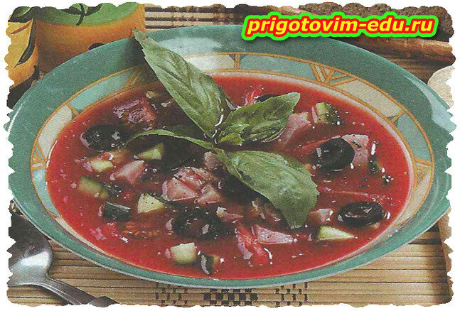 Окрошка на томатном соке с копчёным мясом и перцем чили
