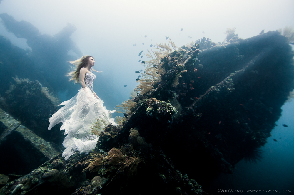 A Surreal Photoshoot on an Underwater Shipwreck in Bali (5 pics)