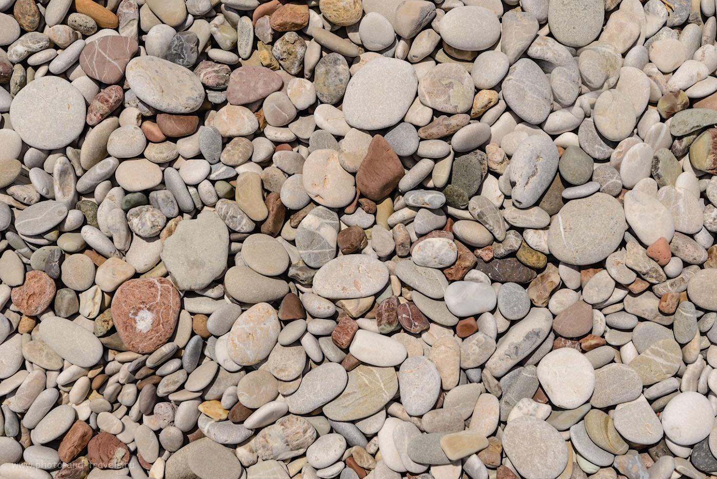 Фотография 28. В Анталии на пляже Лара (Lara Beach) был песок. В Кемере и в Чиралы – галька. 1/320, 8.0, 100, 62.