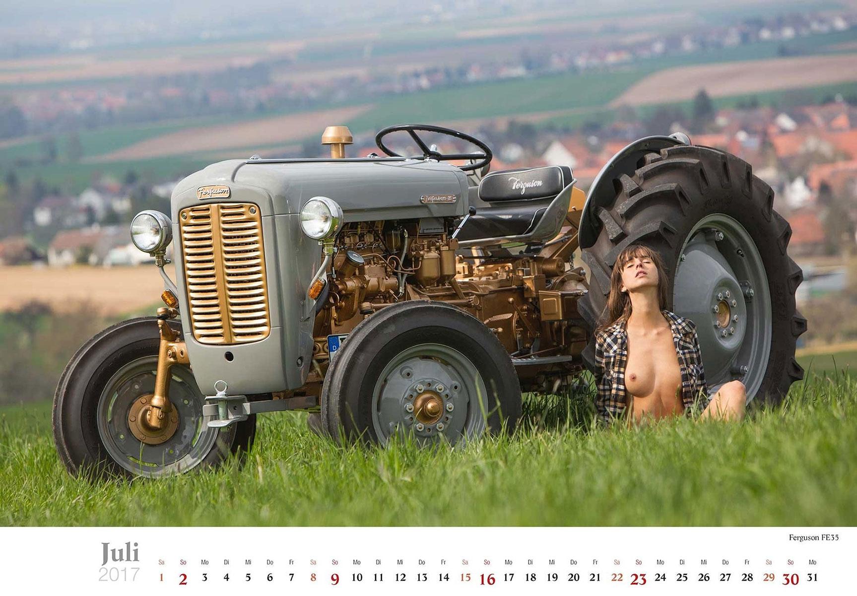 Девушки и трактора в эротическом календаре 2017 / Ferguson FE35 - Jungbauerntraume calendar 2017