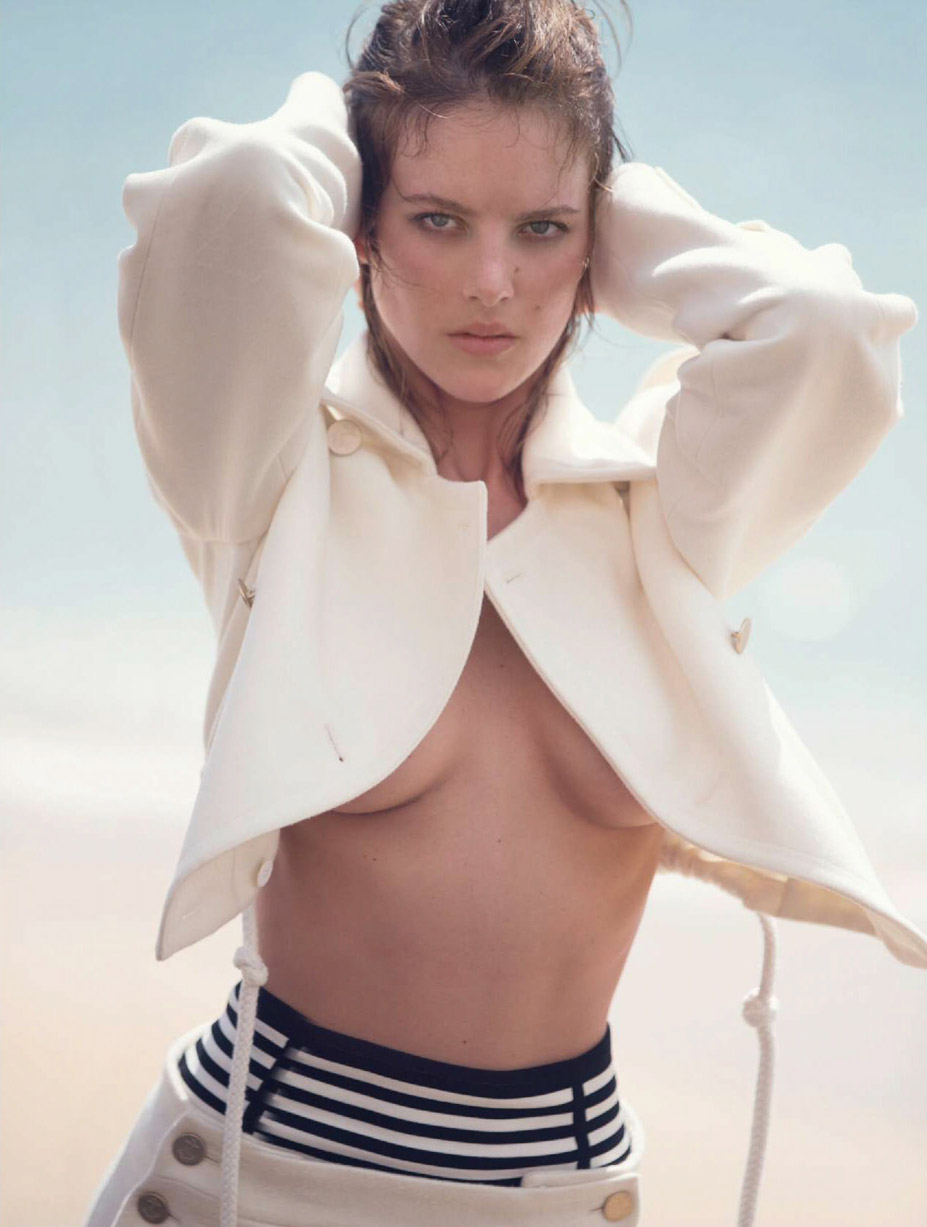 Элиза Каммингс в красных носках / Eliza Cummings by David Bellemere - Marie Claire Italy april 2016