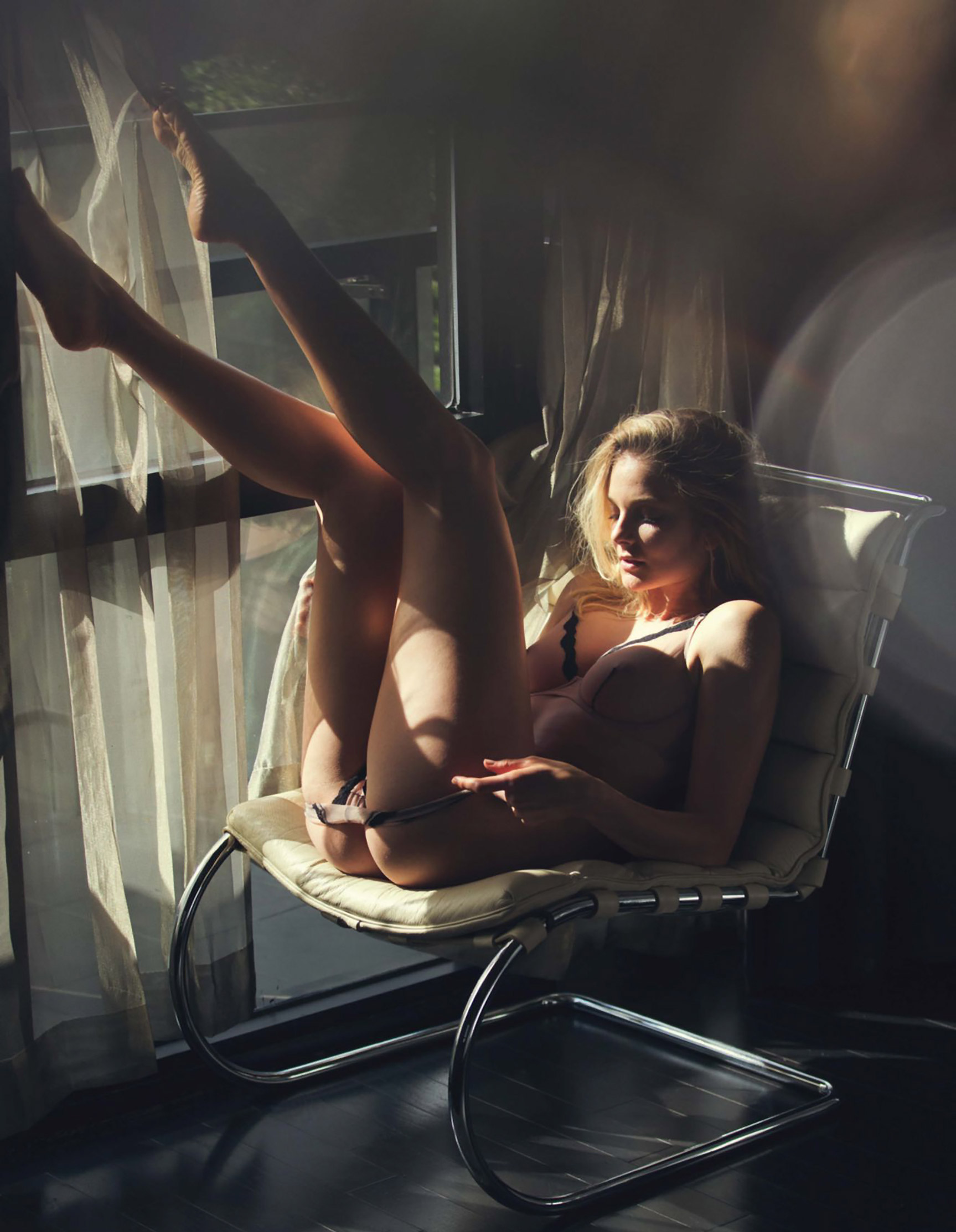 Девушка месяца Энико Михалик / Eniko Mihalik by David Bellemere - Playboy US december 2016 playmate
