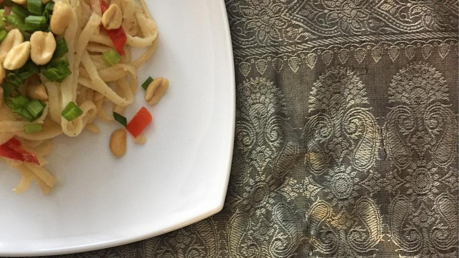 Лапша в кунжутном соусе с арахисом