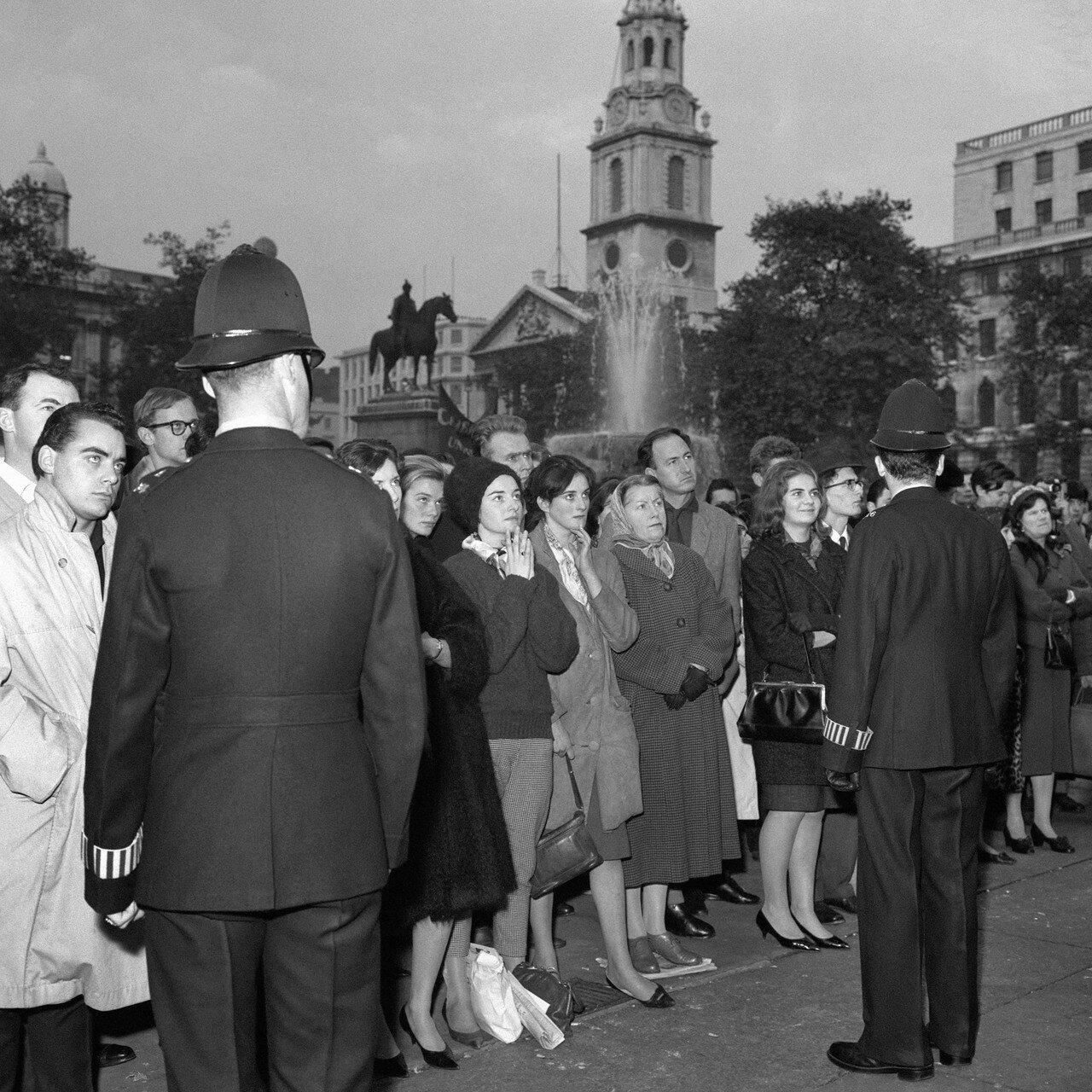 1961. 29 октября. Полиция на митинге протеста, организованном Комитетом 100  на Трафальгарской площади