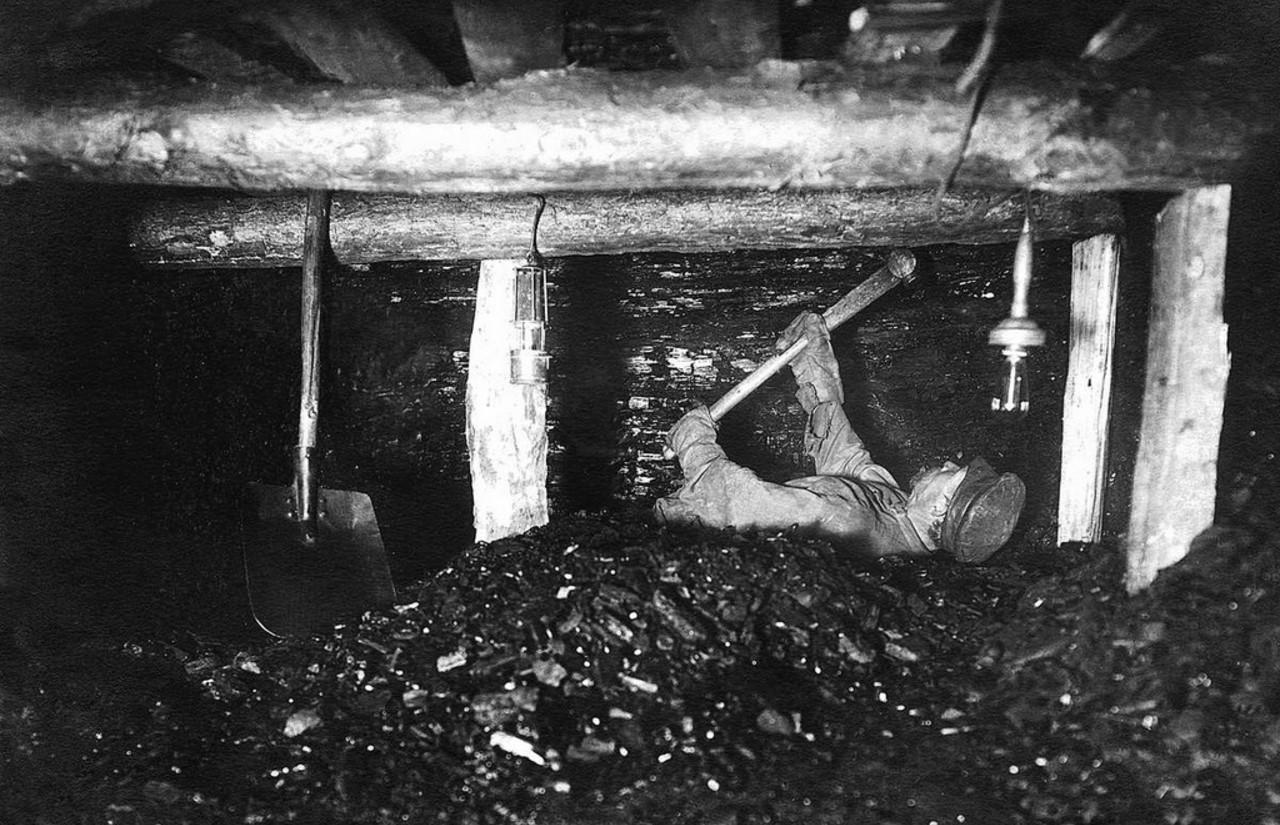 Челябинские копи. В забое. 1930