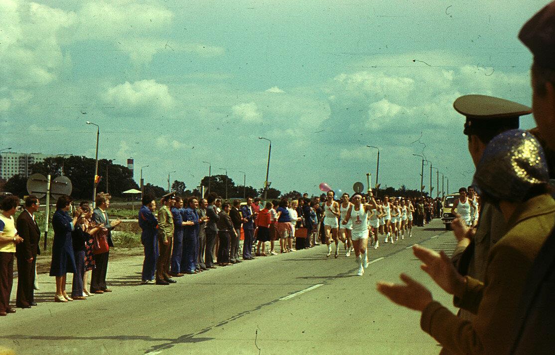 1980. Факелоносец с Олимпийским огнём