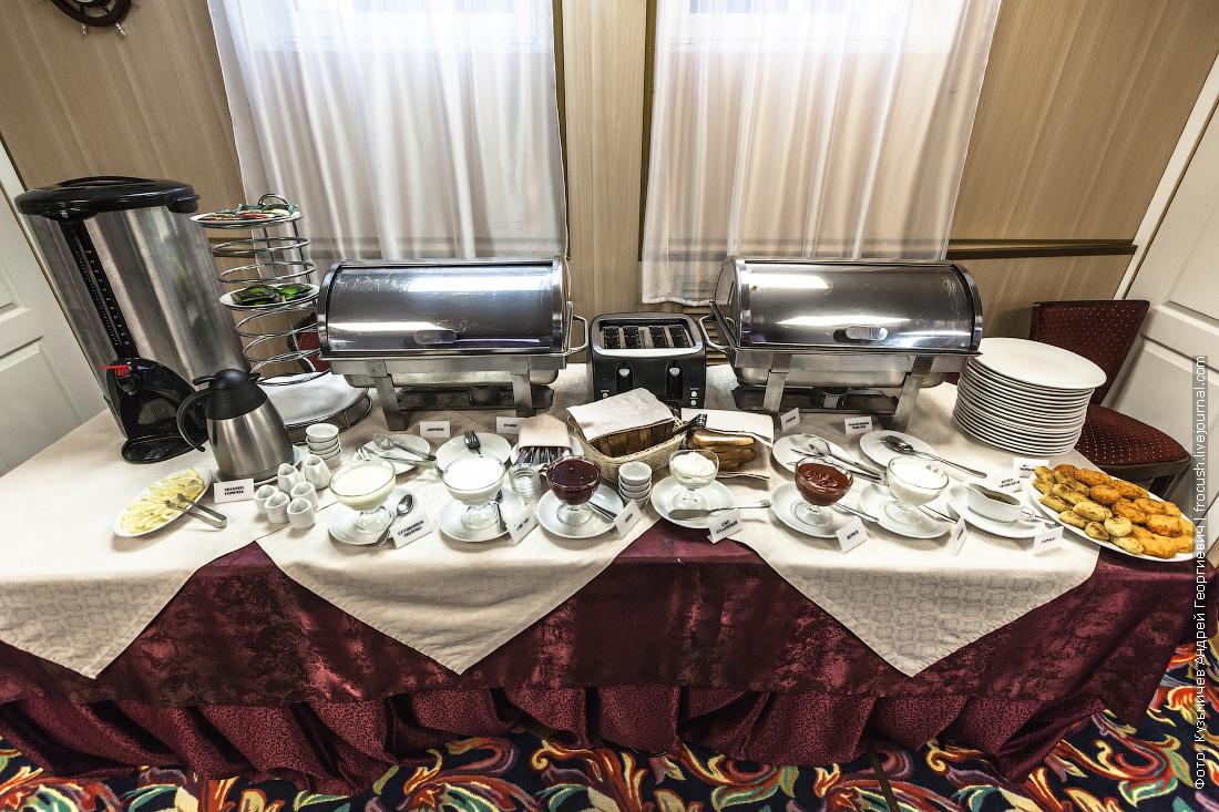завтрак шведский стол на теплоходе Некрасов