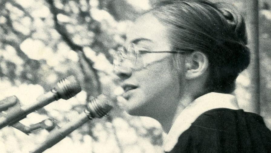 Хиллари Клинтон произносит речь перед студентами колледжа Уэллсли, 1969 год