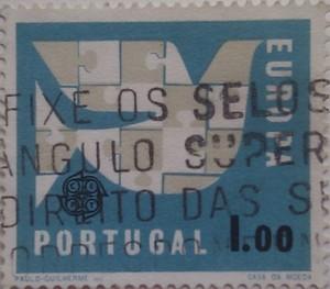 португалия бел птица на синем фоне 1.00