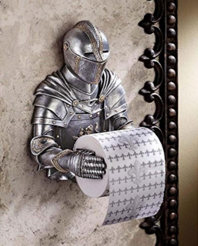 Туалетную бумагу вам может подавать средневековый рыцарь.
