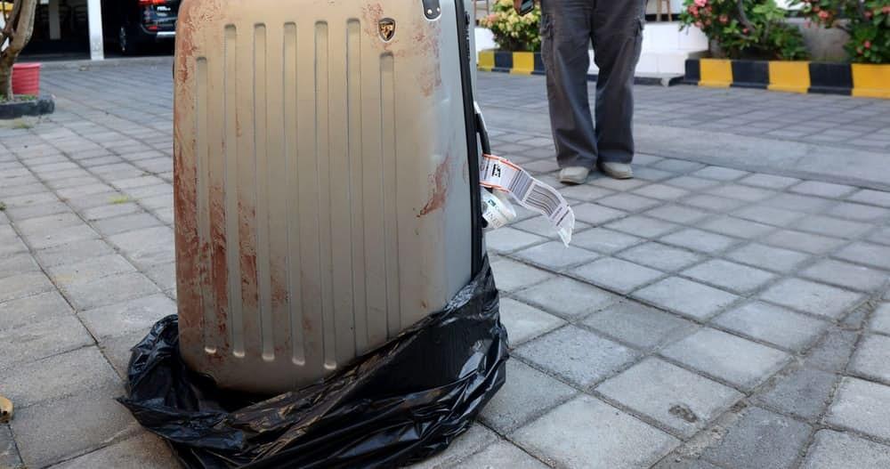 15 жутких случаев, когда мертвецов находили в общественных местах (16 фото)