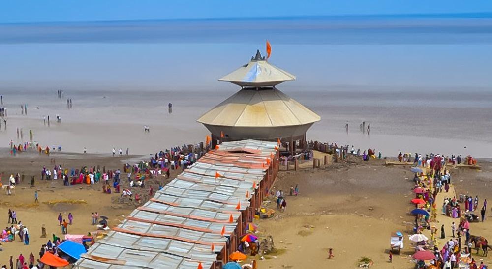 © hindihaihum  © indiannova  Храм Стамбхешвар Махадев (Stambheshwar Mahadev) находится в