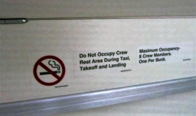 © Chris McGinnis / TravelSkills.com  «Незанимать зону отдыха экипажа вовремя руления, взлета