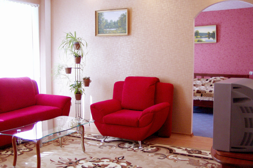 Этот вариант наверняка понравится любителям городских прогулок: отель расположен в самом центре Нижн