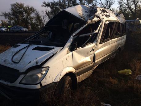 МЧС: Микроавтобус опрокинулся вДагестане, есть пострадавшие