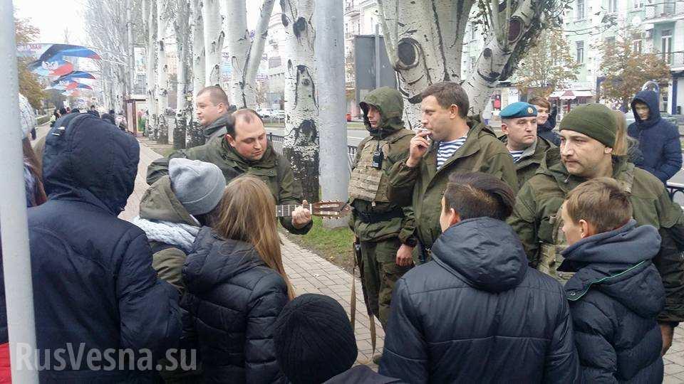 Жителей «ДНР» свезли намитинг славить Захарченко