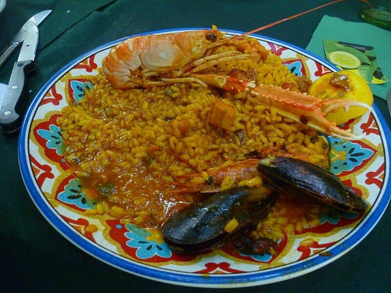 Паэлья в Каталонии, Испания (Paella in Catalonia, Spain)