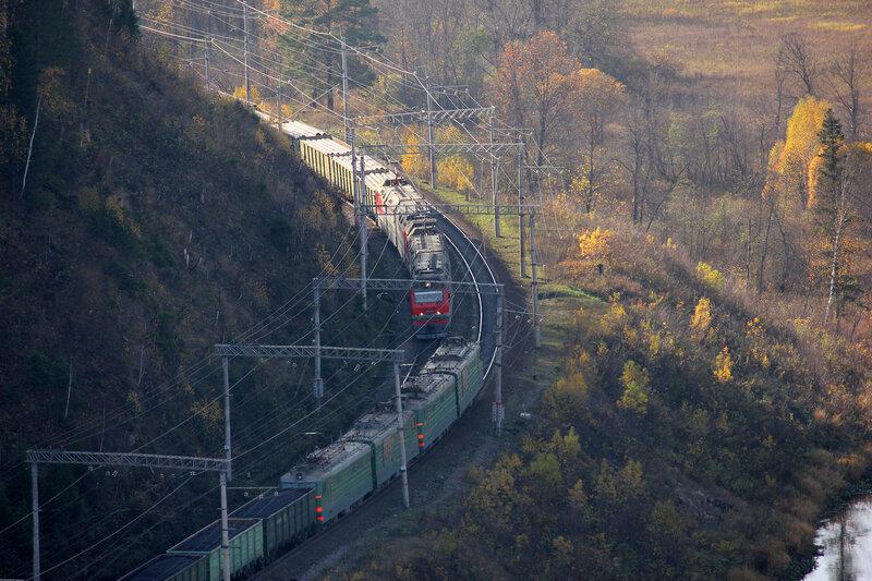 Встреча поездов. ВЛ10К и Синара 2ЭС6