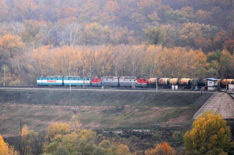 Синары везут грузовой поезд на Дёму от Уфы