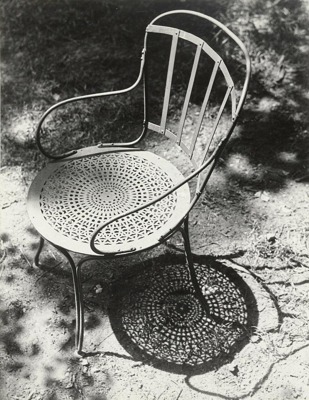 1931. Стул в Тюильри