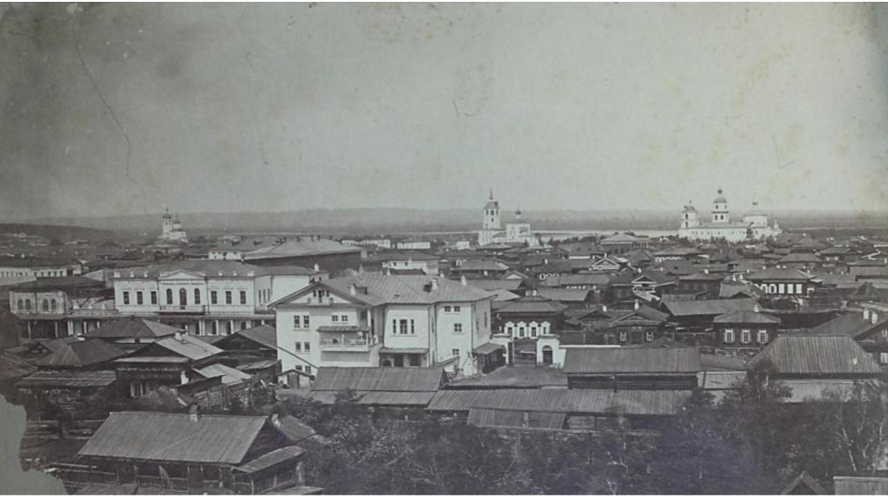 Вид с колокольни Благовещенской церкви по направлению к Мелочному базару