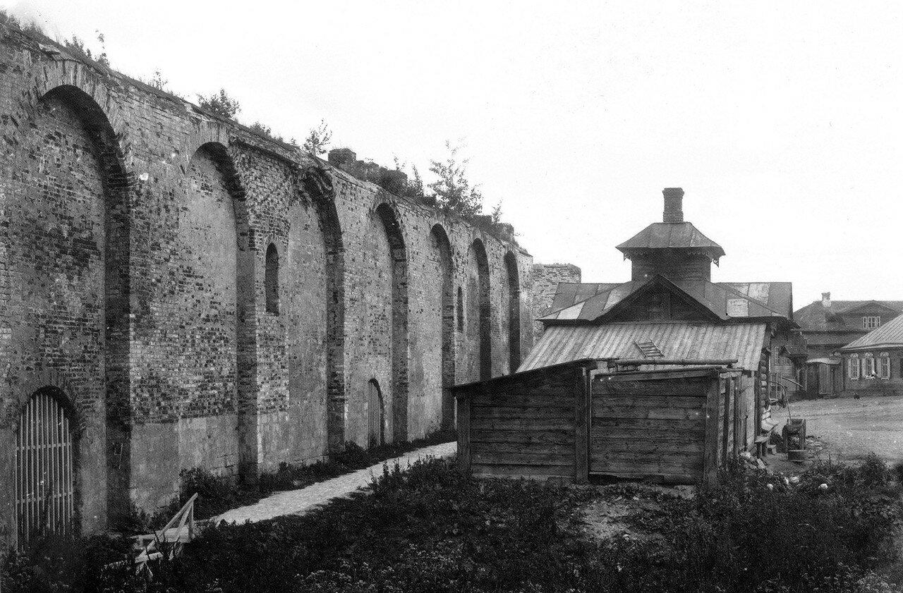 Крепостная стена и водоразборная будка. 1909