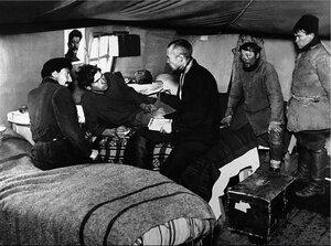 Палатка первостроителей Магнитогорска. Первая политинформация. 1930-е.