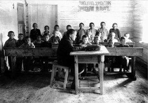 Спецпоселок Черный плес. Школьники. 1934