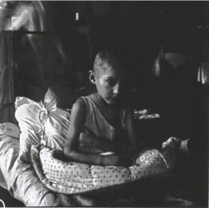 Девочка в детском доме для голодных и бездомных детей. Самара