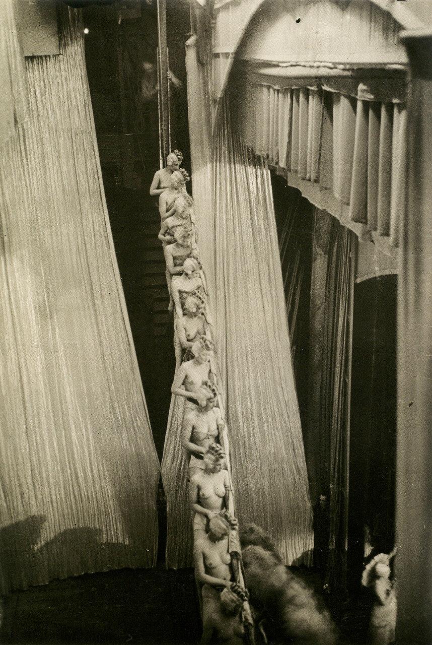 1932. «Фоли-Бержер»