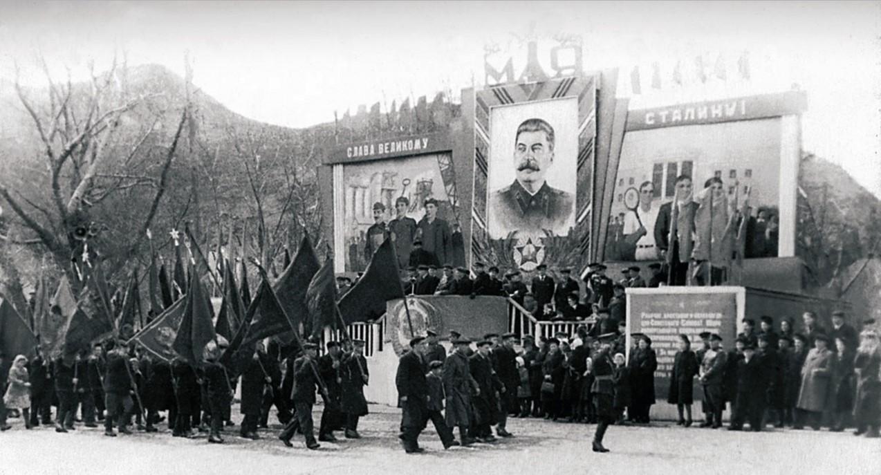 Златоуст. Первомайская демонстрация. 1948