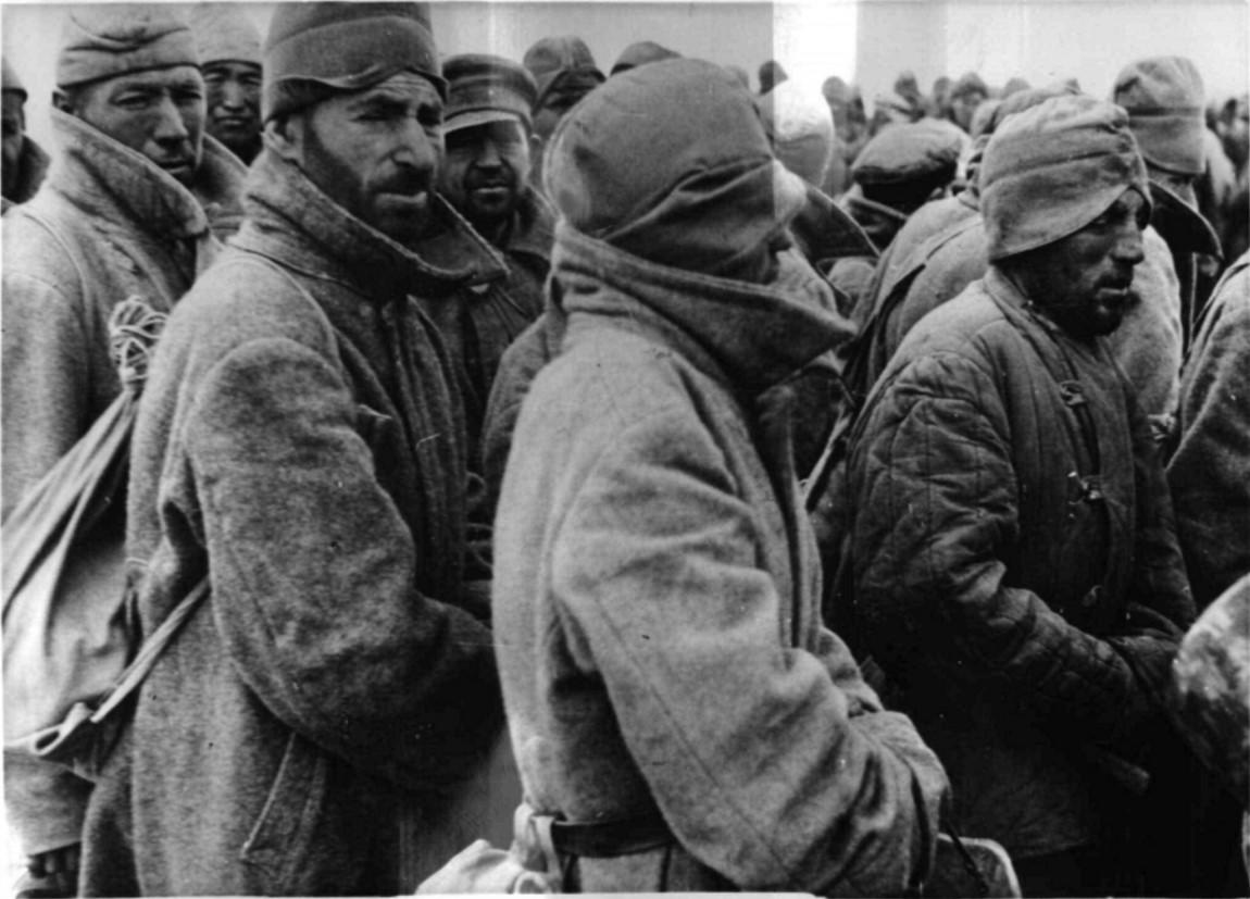 1942. Солдаты Красной Армии, попавшие в немецкий плен в боях за Сталинград