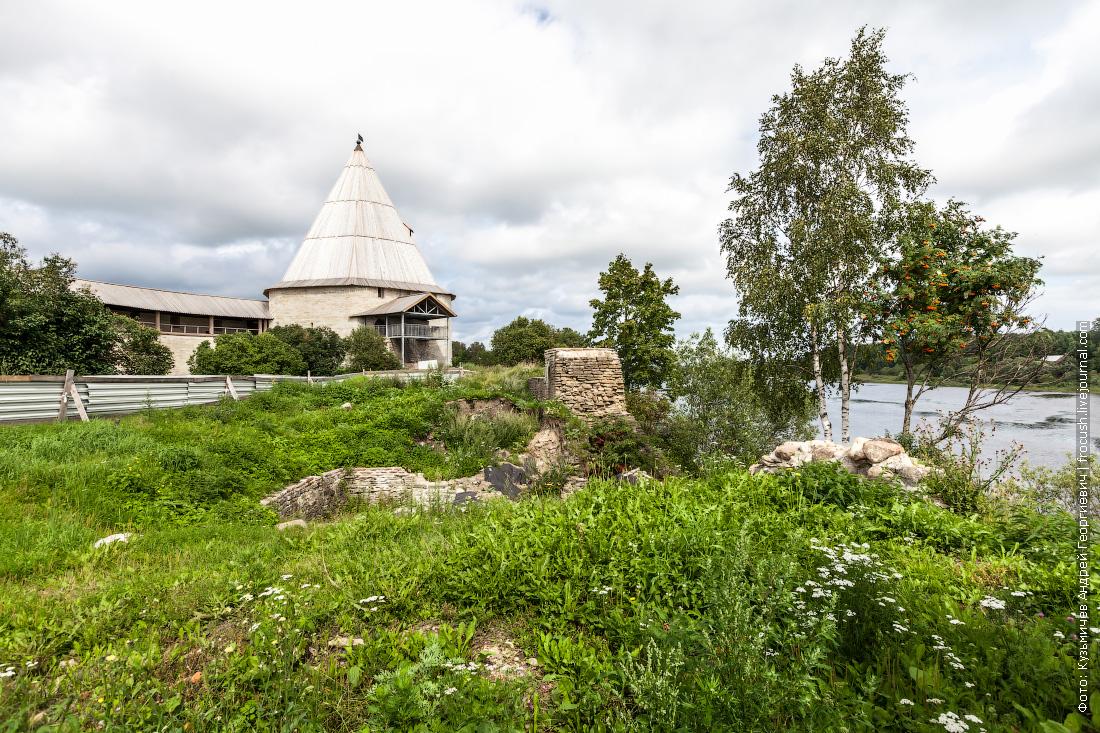 территория Староладожской крепости нет стены