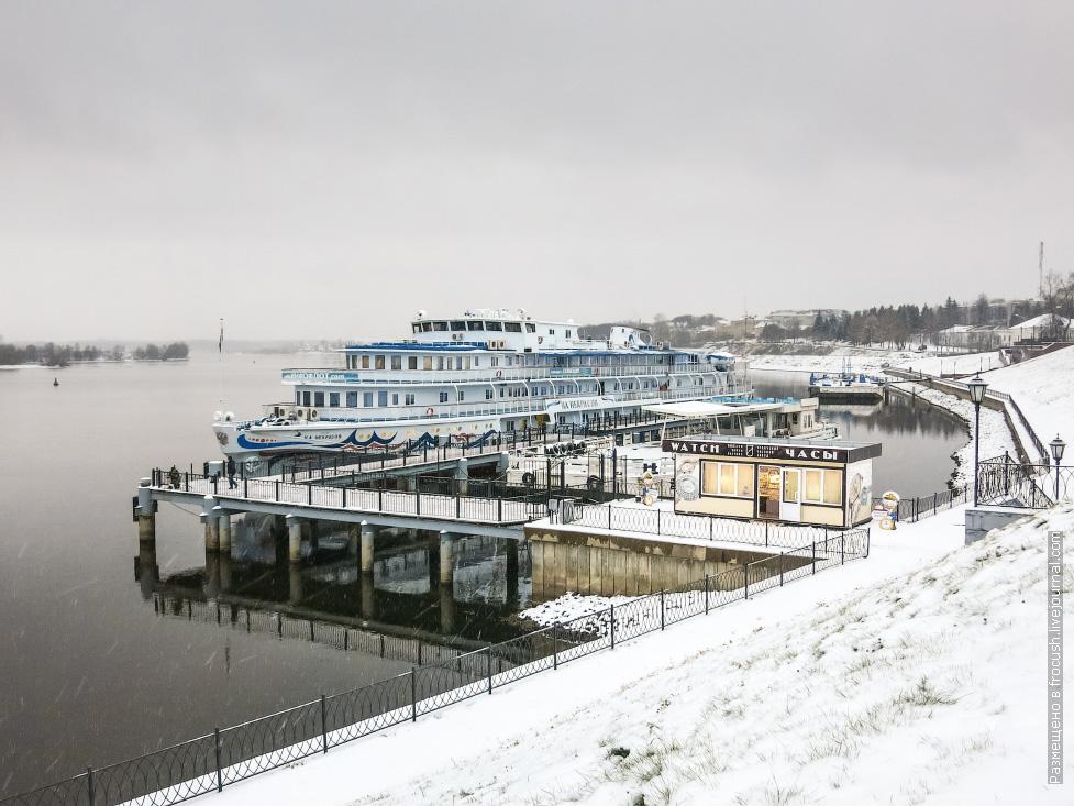 теплоход некрасов в угличе снежное фото
