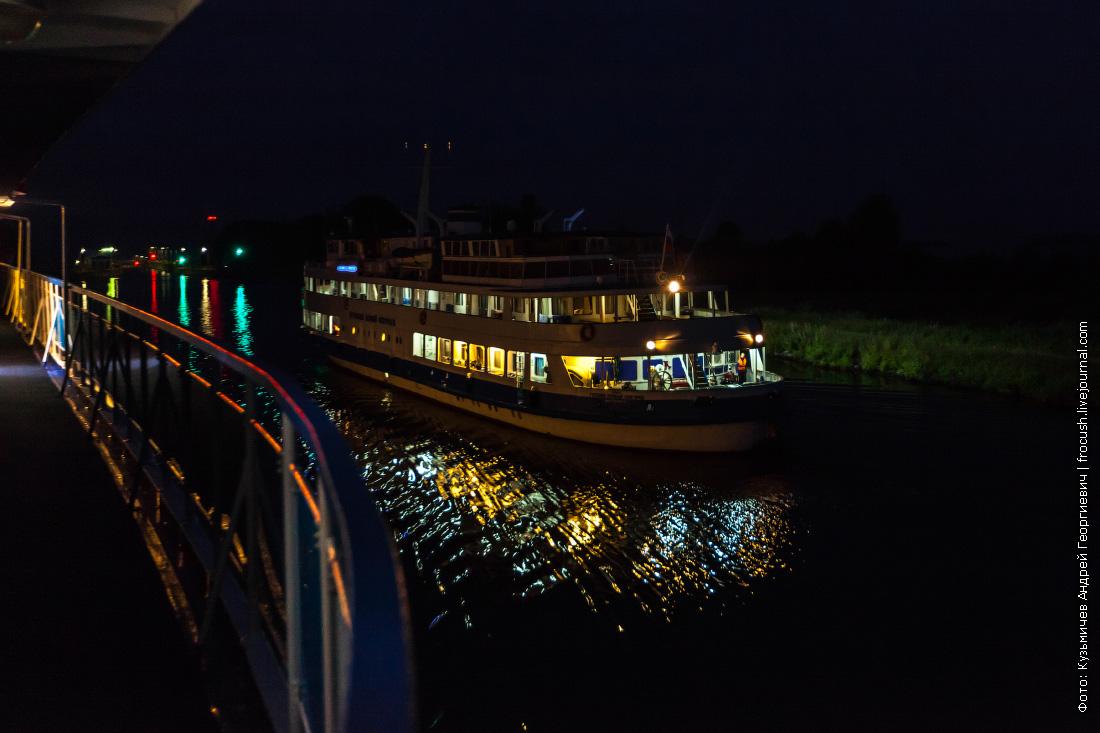 теплоход Господин Великий Новгород ночная фотография