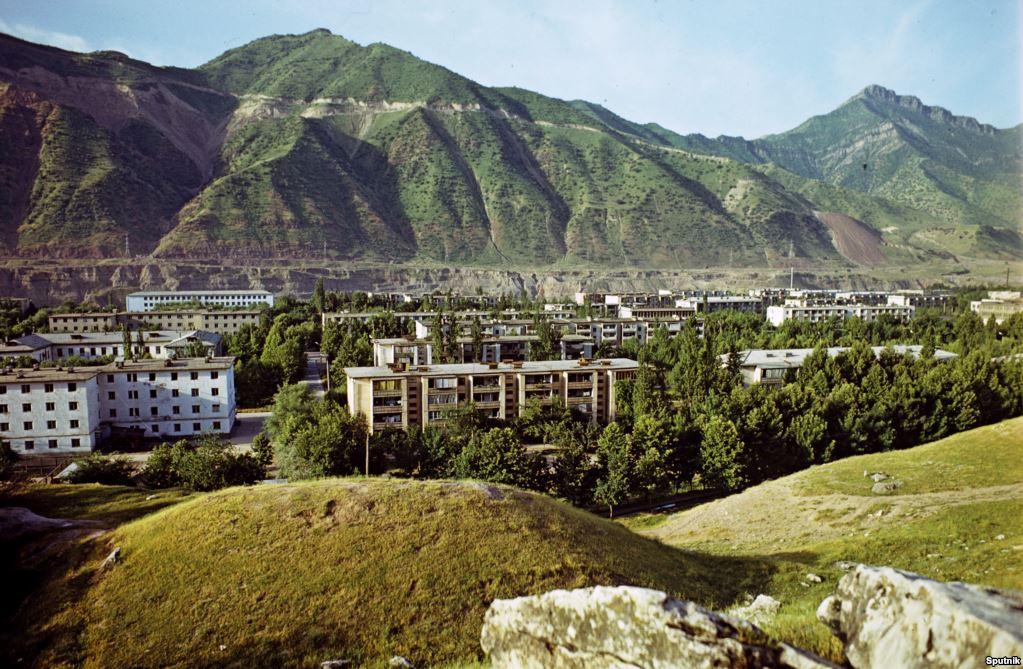 Хрущевки в Нуреке, Таджикистан.jpg