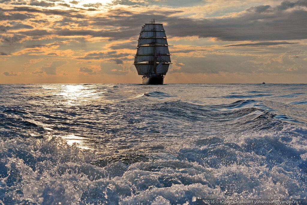 японского корабль плывет по океану картинки должны быть формат