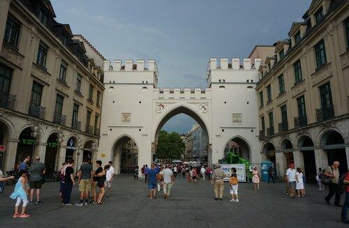Ворота Карлстор (Karlstor).