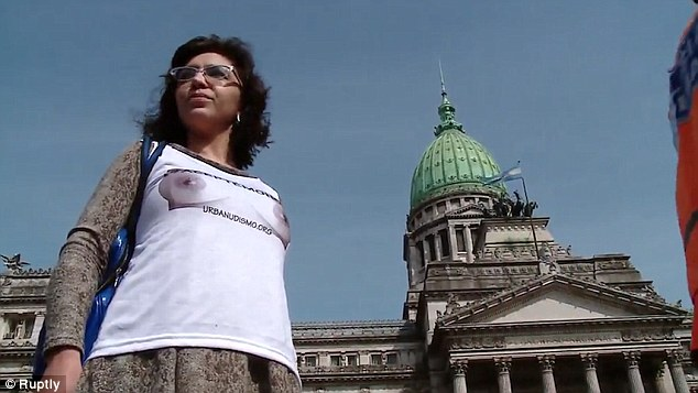 Активисты движения Urbanudismo выступают также за кормление грудью в общественных местах и всяческую
